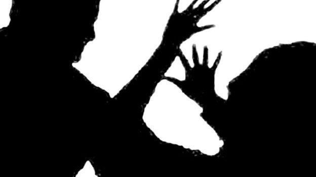 'কাশ্মীরে গিয়ে শক্তি দেখান': বউ-পেটানো স্বামীকে বিচারক